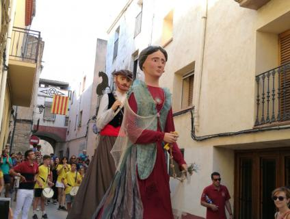 Els gegants Serè i Marinada al carrer Major