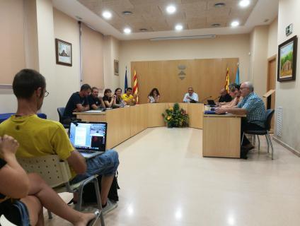 Membres de la candidatura de la CUP van enregistrar el plenari en vídeo, per publicar-lo a Internet