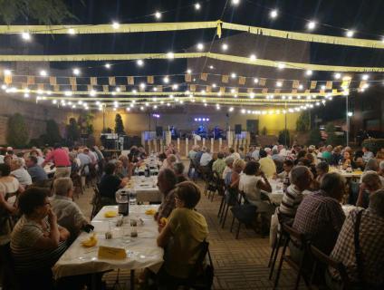 Revetlla popular a la plaça de la Vila