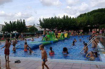 Inflables a la piscina durant la Festa Major del 2018