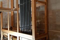 Els nous tubs s'instal·len al darrere del cos principal de l'orgue